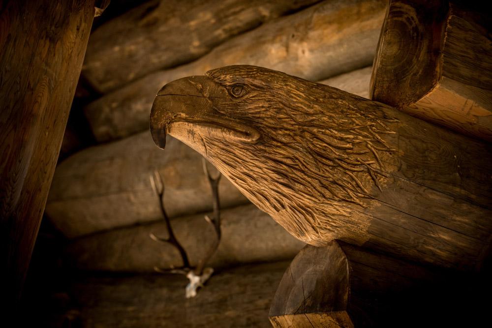 Carving of eagle on Eagle Brae Cabin